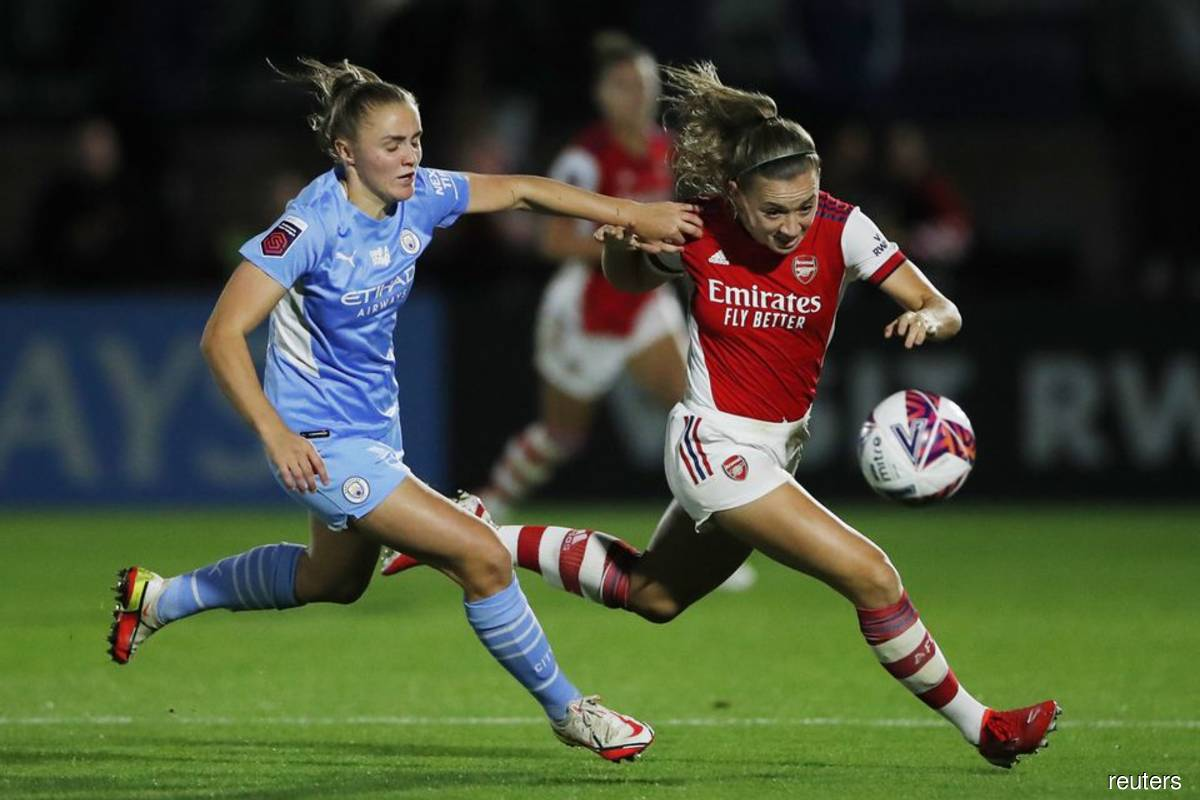 Arsenal hammer injury-hit Man City to go top of Women's Super League