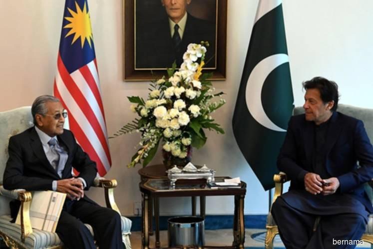 Dr Mahathir a statesman for Malaysia, Muslim world — Imran Khan