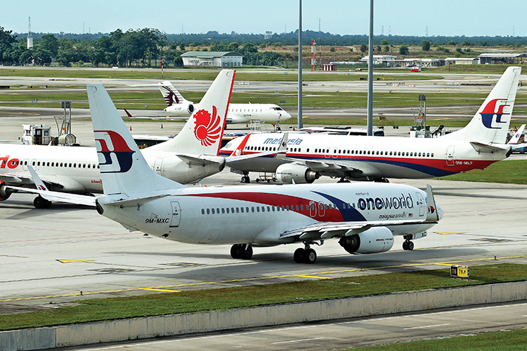 Malaysia Airlines cuts senior management pay by 10%, no allowance