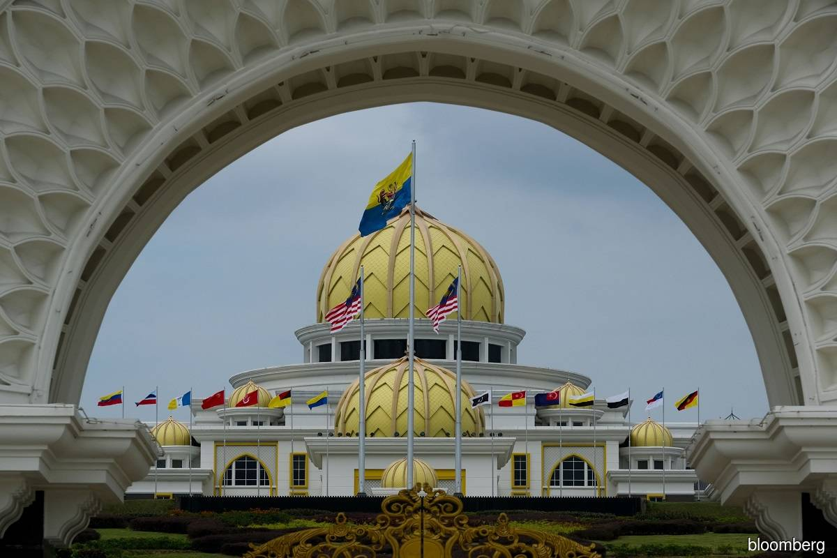 Reporters gather outside Istana Negara ahead of Malay Rulers' special meeting