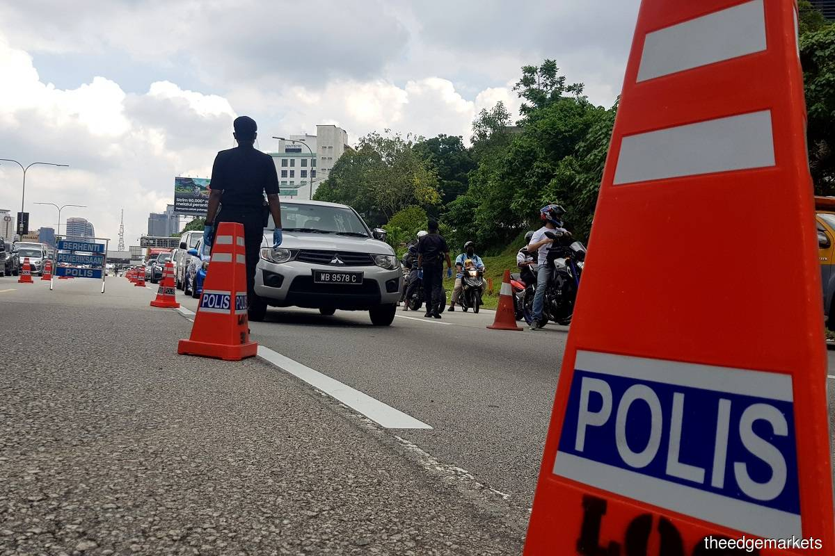 Over 500 vehicles ordered to turn back at Kelantan borders — police