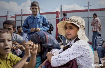 Migration crisis tears at EU's cohesion and tarnishes its image