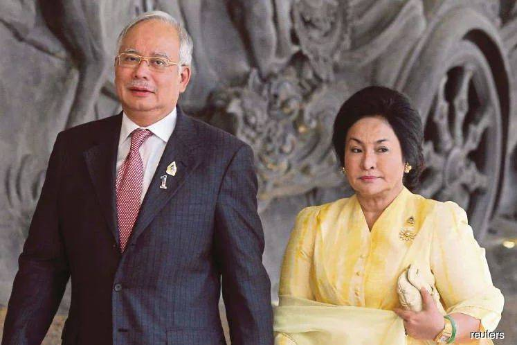 Najib and Rosmah at BNM to inspect seized handbags, watches, shoes and cash
