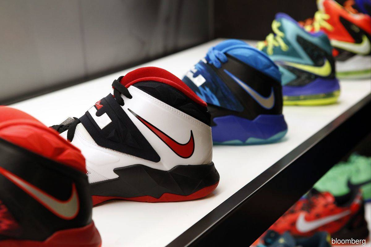 Nike executive leaves following report about son's business