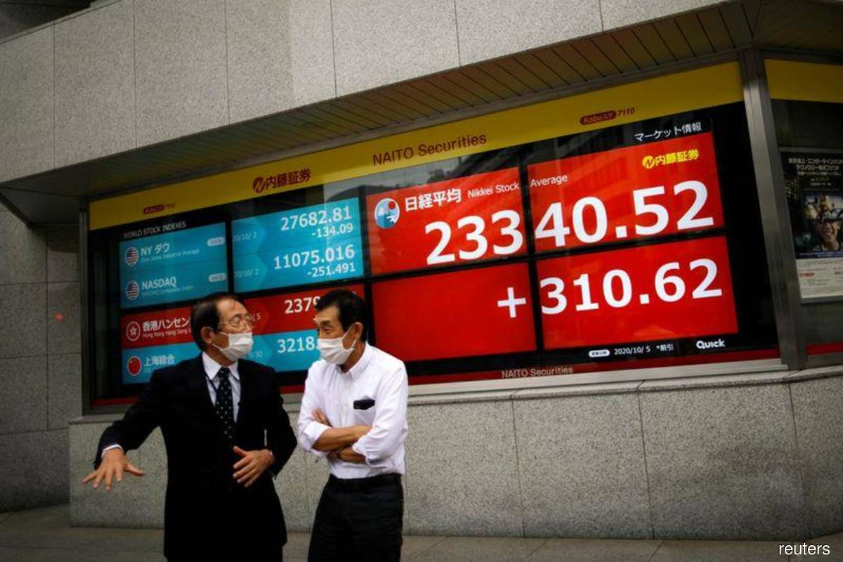 Stocks rally to pare weekly loss; oil falls further