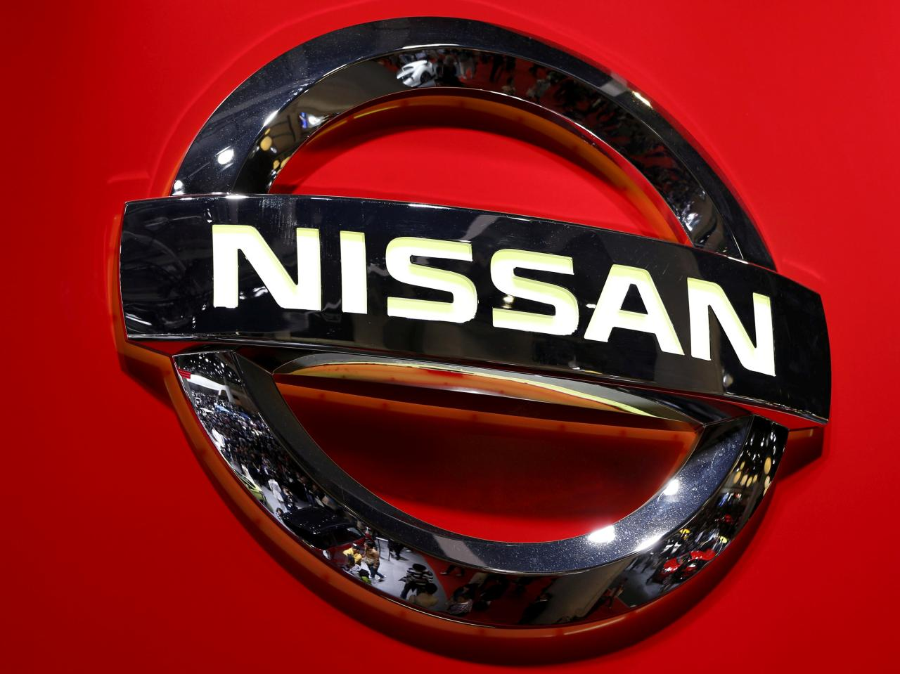 Renault posts loss, Nissan shares tumble