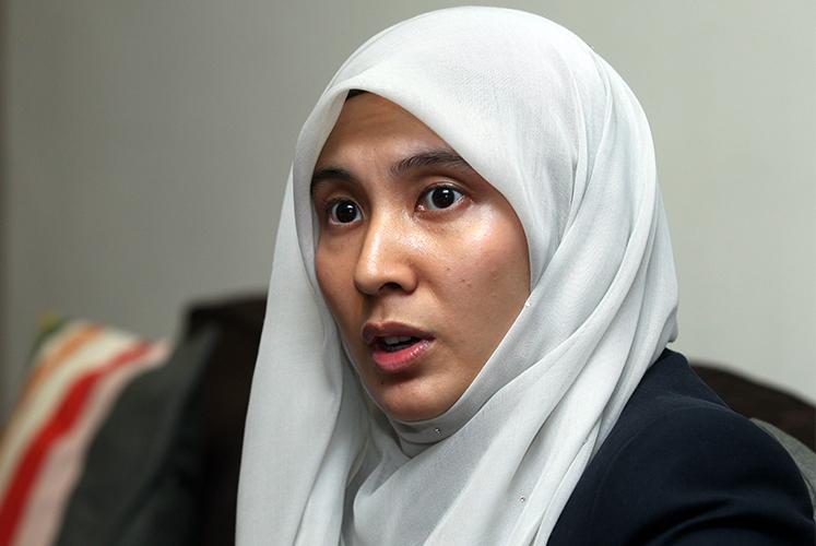 Nurul Izzah should not give negative comments on Dr M