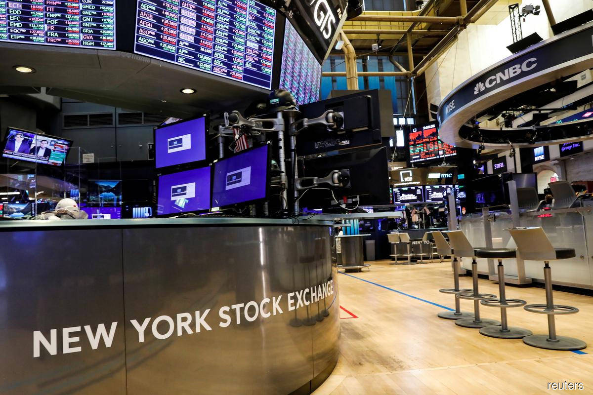 Wall Street rises as investors watch stimulus, pandemic and earnings