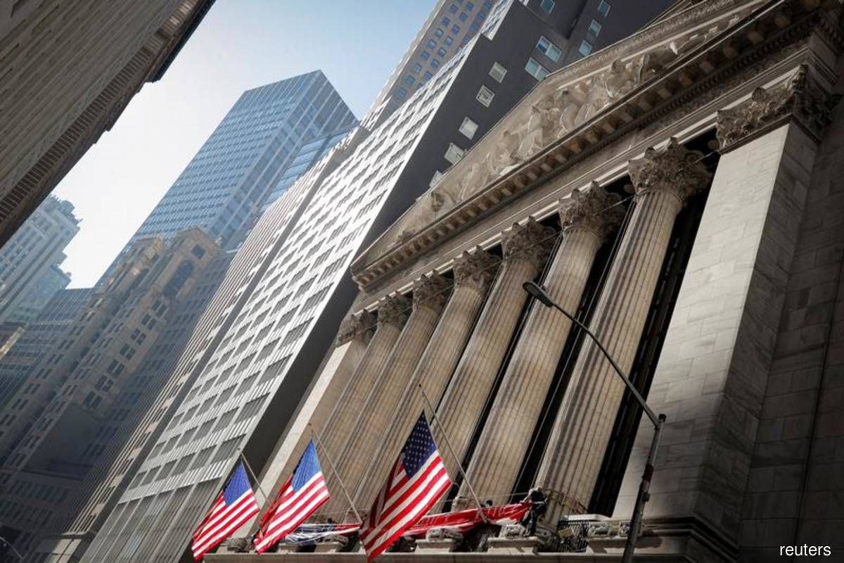 Nasdaq retreats as technology stocks lose favour