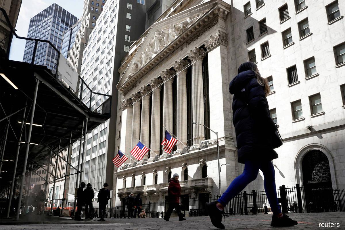 S&P 500 ends higher after Powell lulls market