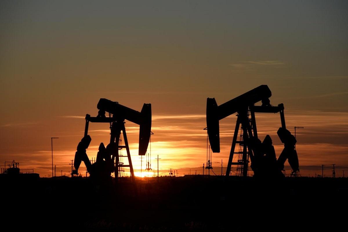 Oil hovers below recent highs; ends week up