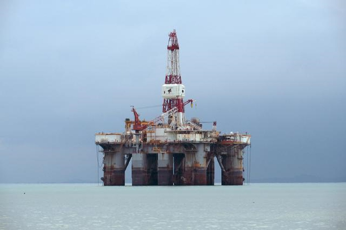 Oil down US$1 as China Covid-19 cases trigger clampdowns