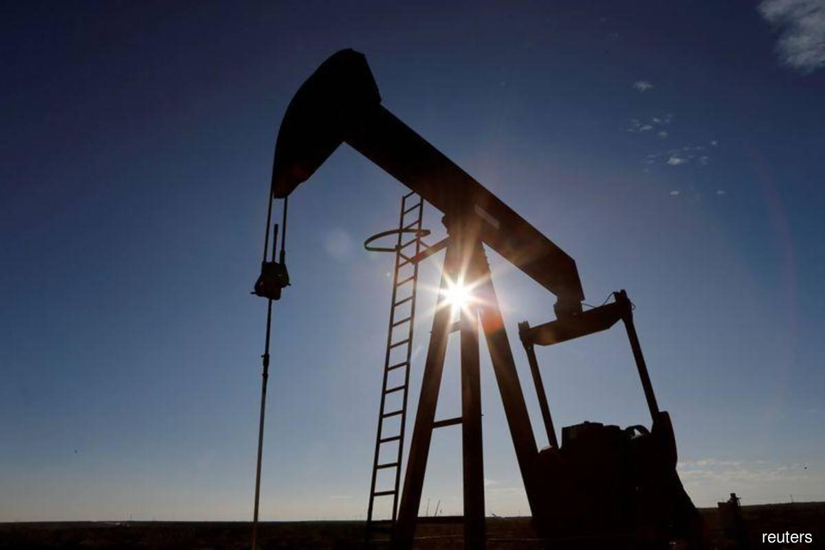 Oil falls on coronavirus surge, unexpected U.S. crude stockpile rise