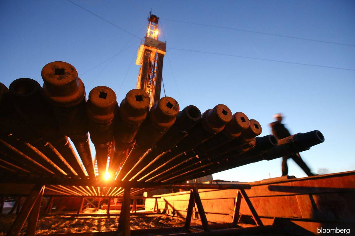 Oil holds losses on demand gloom as stimulus prospects recede