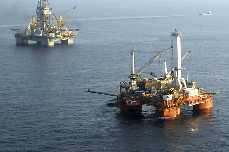 U.S. oil up 1 pct on Venezuela turmoil, but hefty stock build weighs