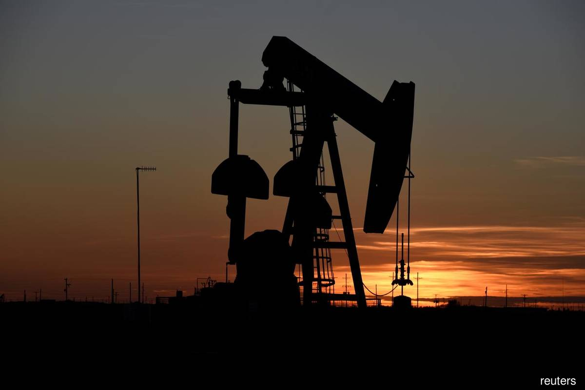 Oil gains but heading for weekly fall over coronavirus demand concerns