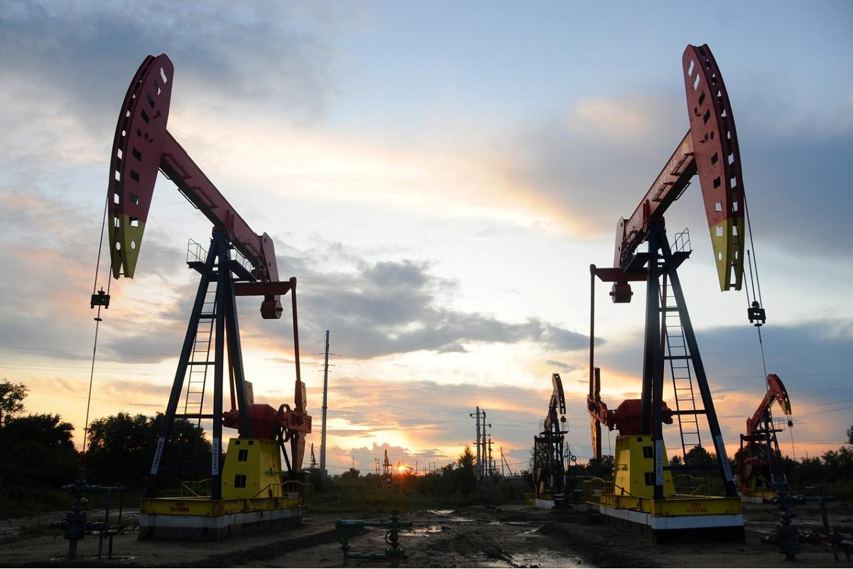 Oil posts monthly gains as US reports record output cuts in May