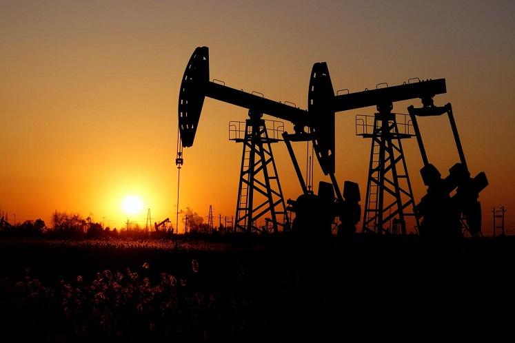 Oil falls on rising stocks, worries of new virus wave
