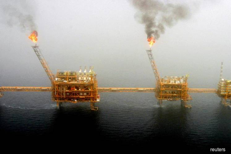 U.S.  to sanction nations for importing Iranian oil