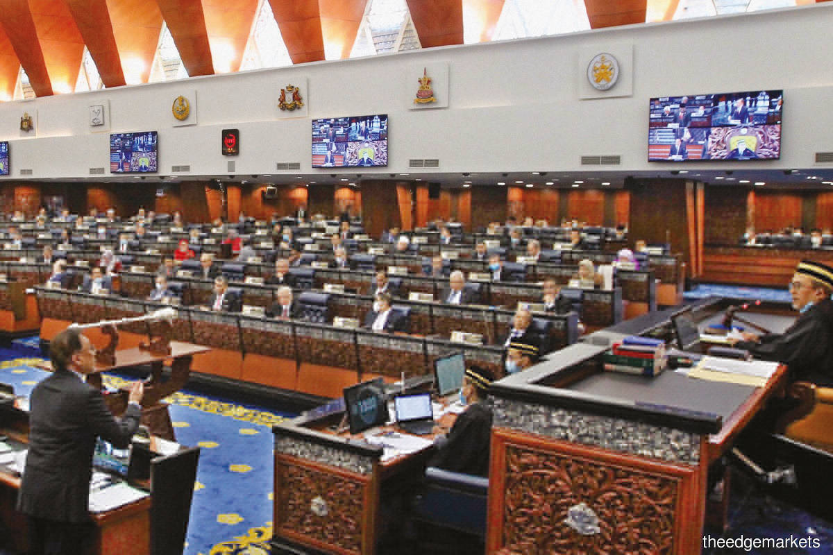 Opposition lawmakers objected as the revocation of the EO had not been tabled and debated in parliament. (Photo by Shahrin Yahya/The Edge)