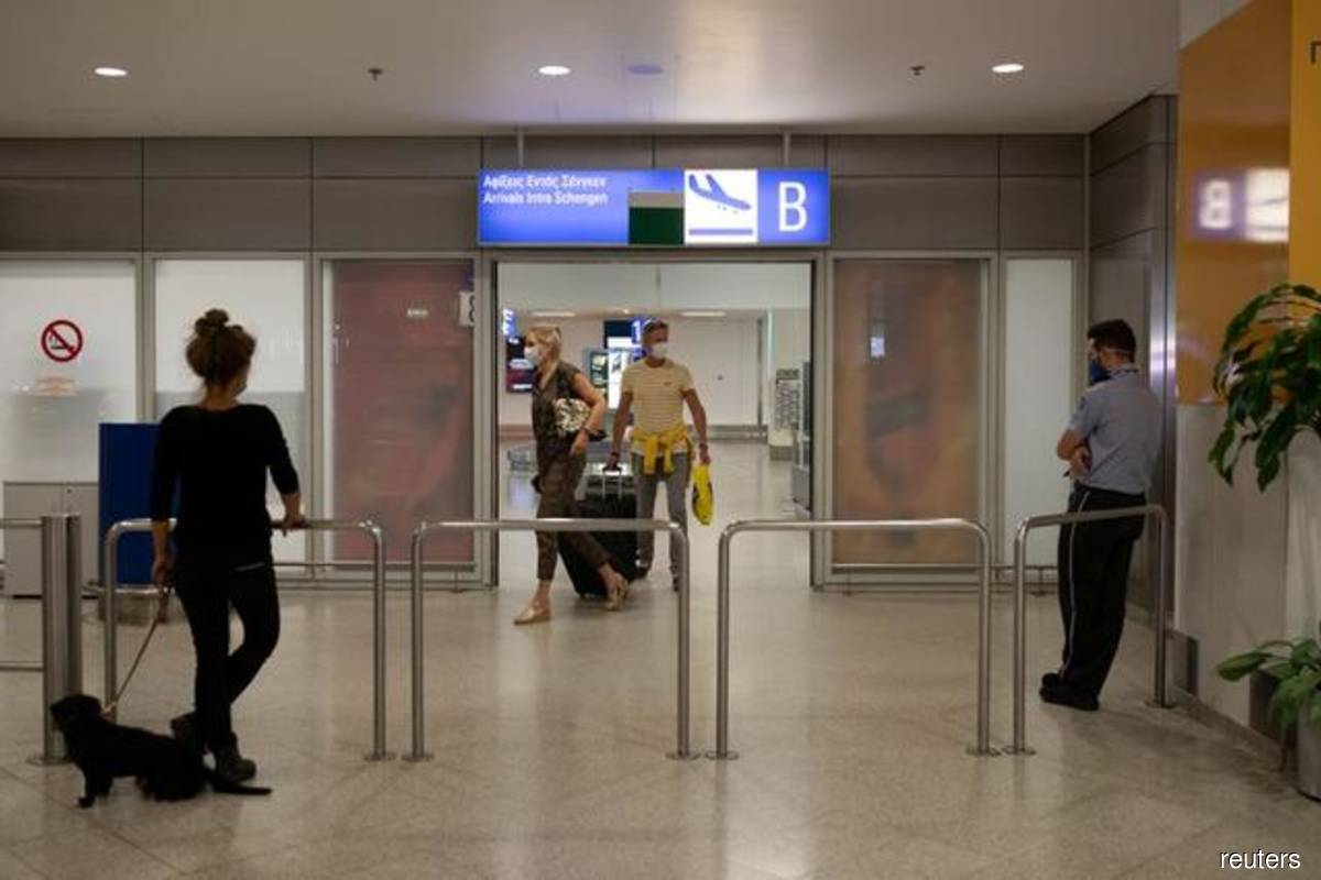 Greece extends restrictions on international flights to April 19