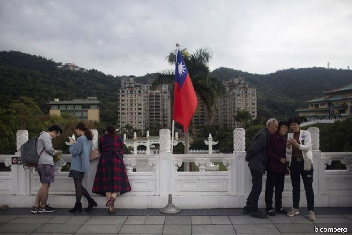 The Taiwan national flag is seen outside the National Palace Museum in Taipei in this filepix. (Photo credit: Brent Lewin/Bloomberg file photo)