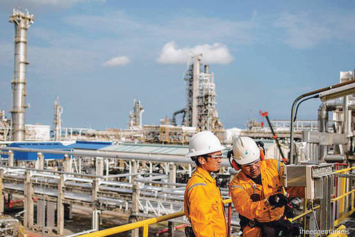 Overcapacity issues are expected to remain beyond 2022 as the industry will need time to throttle back capacity additions. (Photo by Petronas)