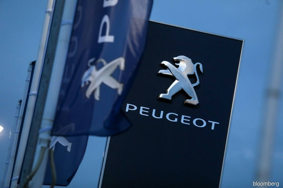 Top Peugeot shareholders approve merger with FCA