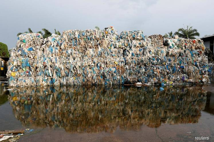 Malaysia returns 150 containers of plastic trash to countries of origin