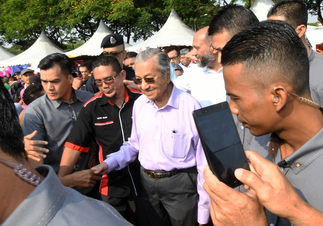 Huge turnout at Dasar Komuniti Negara launch by PM