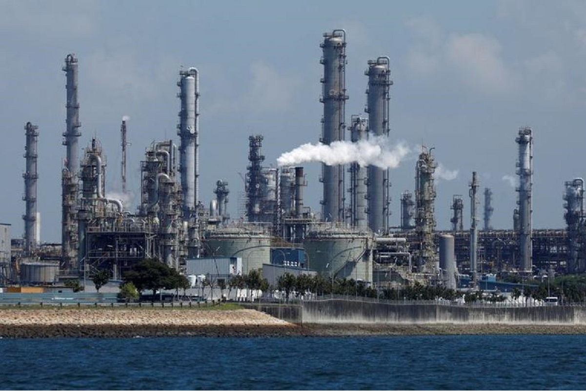 Shell's Pulau Bukom oil refinery in Singapore (File pic by Reuters)