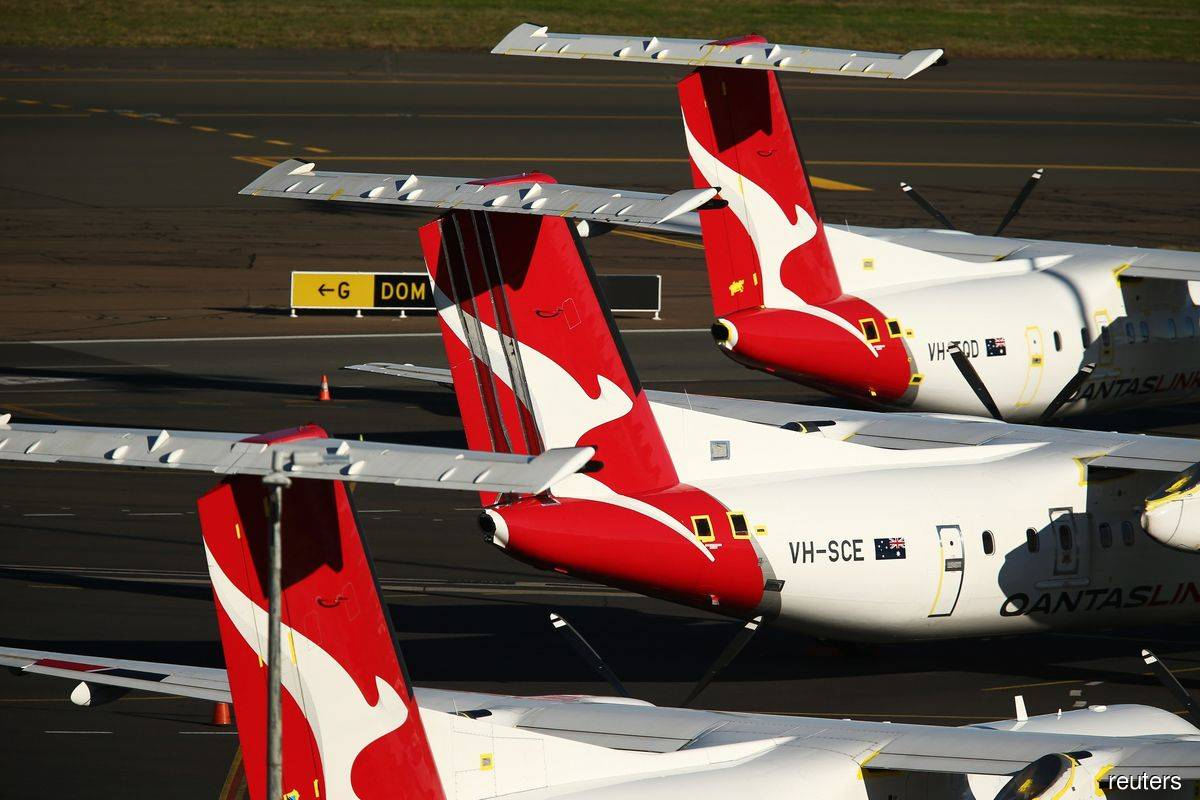 Qantas tries to lure opponent's frequent flyers with offer