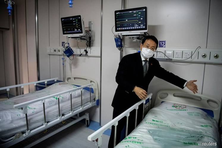 Overwhelmed Chinese hospitals turn away patients without virus