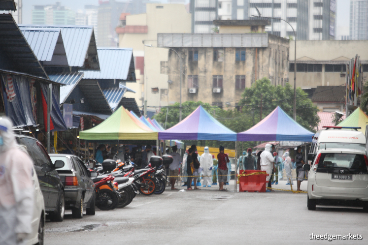 Over 1,000 traders, workers and market visitors swabbed for Covid-19 at Pasar Raja Bot