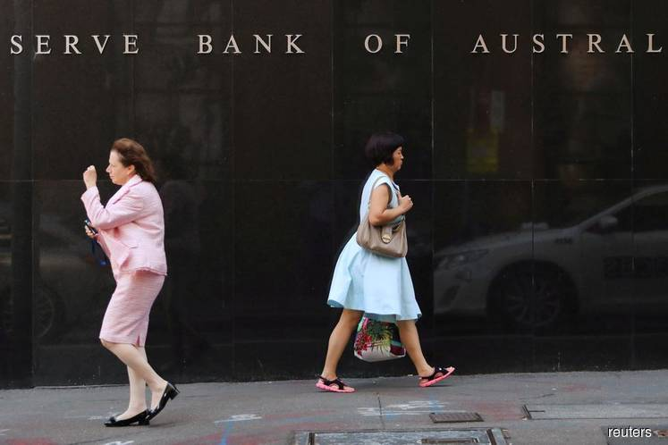 ANZ only big bank to fully pass on RBA cut