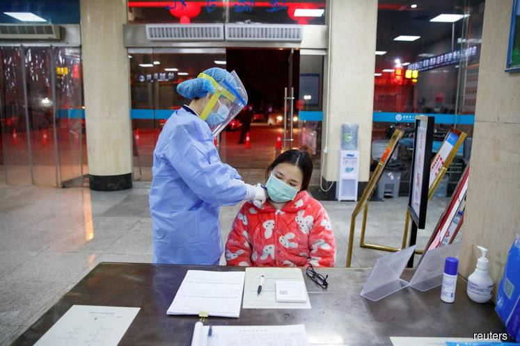 China virus toll passes 130 as U.S. weighs flight ban