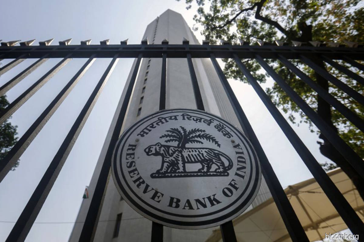 India's central bank keeps key rate unchanged on inflation risk
