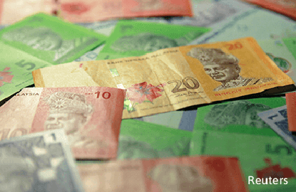 Ringgit depreciates after Singapore curbs currency strength