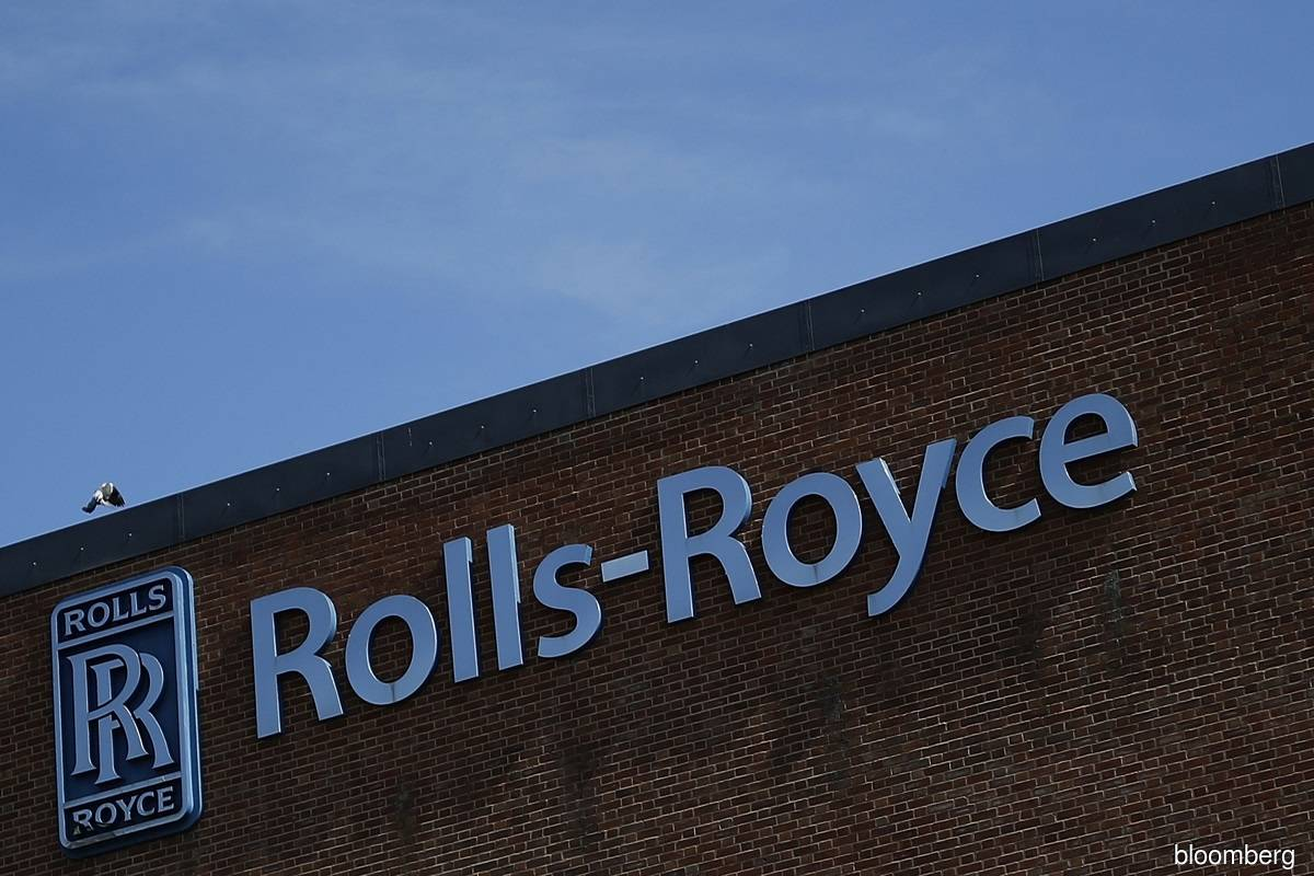 Travel troubles force Rolls-Royce to cut 2021 flight forecasts