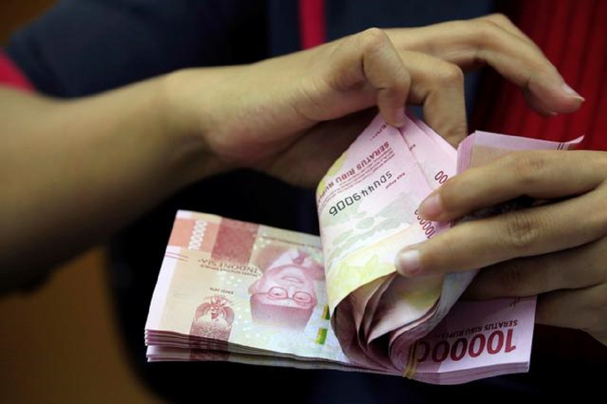 Indonesia's rupiah firms as central bank seen holding rates steady