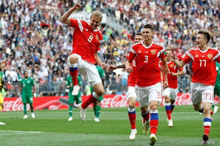 Gazinsky nets opening goal of World Cup
