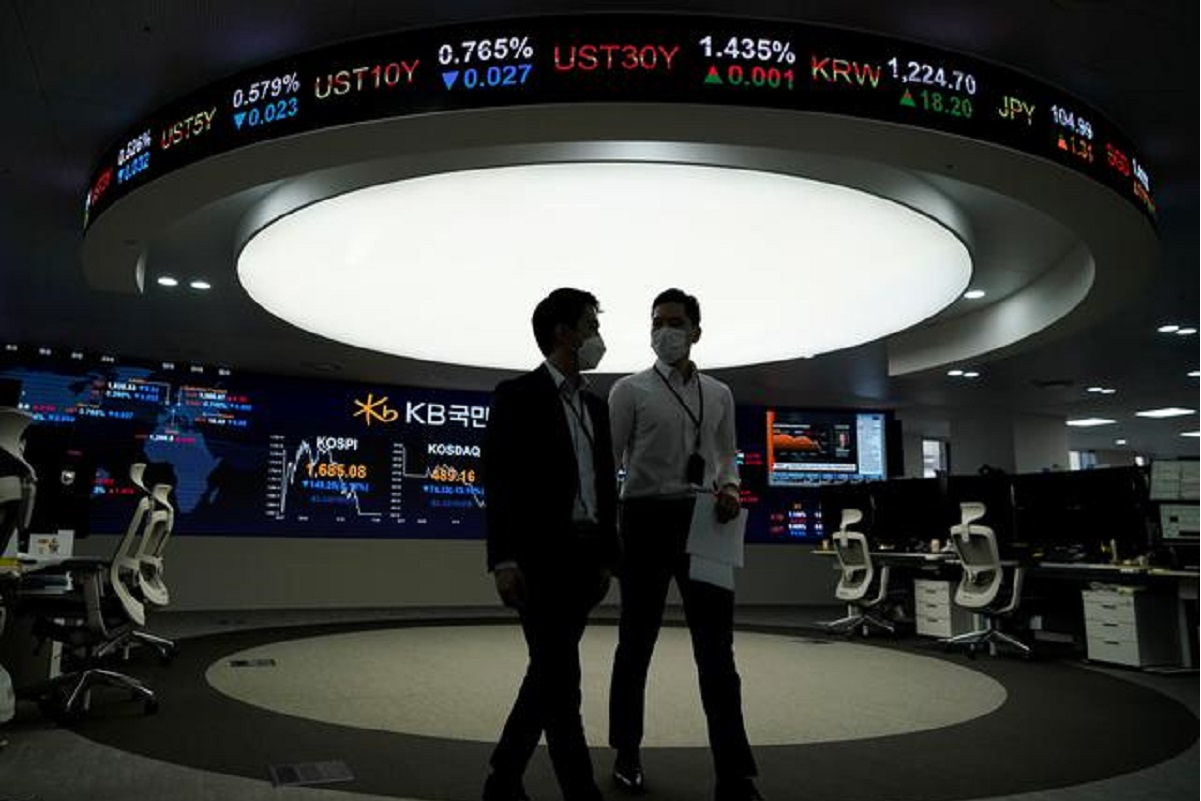 South Korea leads Asia stock gains on auto boost; currencies range-bound