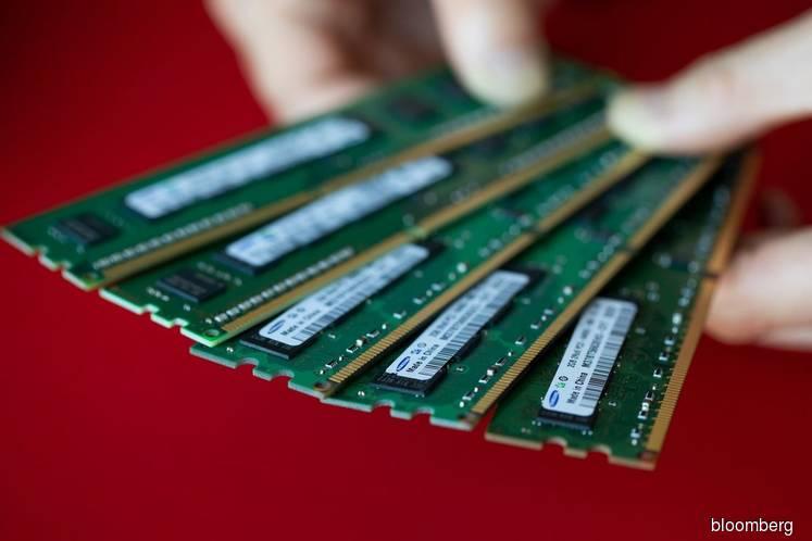 Samsung Profit Falls 38% as Memory-Chip Slump Drags On