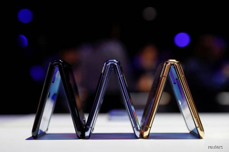 A trio of Samsung Galaxy Z Flip foldable smartphones is seen during Samsung Galaxy Unpacked 2020 in San Francisco, California, US, Feb 11, 2020. (Photo by Reuters)