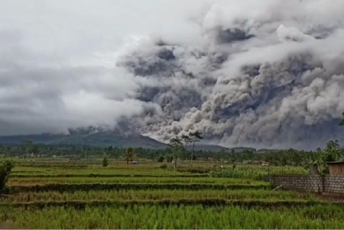 Erupting volcano spews ash above Indonesia's Java island
