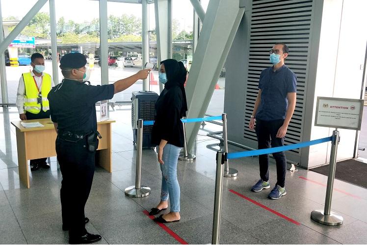 Body temperature screening in progress at Senai International Airport main entrance. (Photo by Senai Airport)