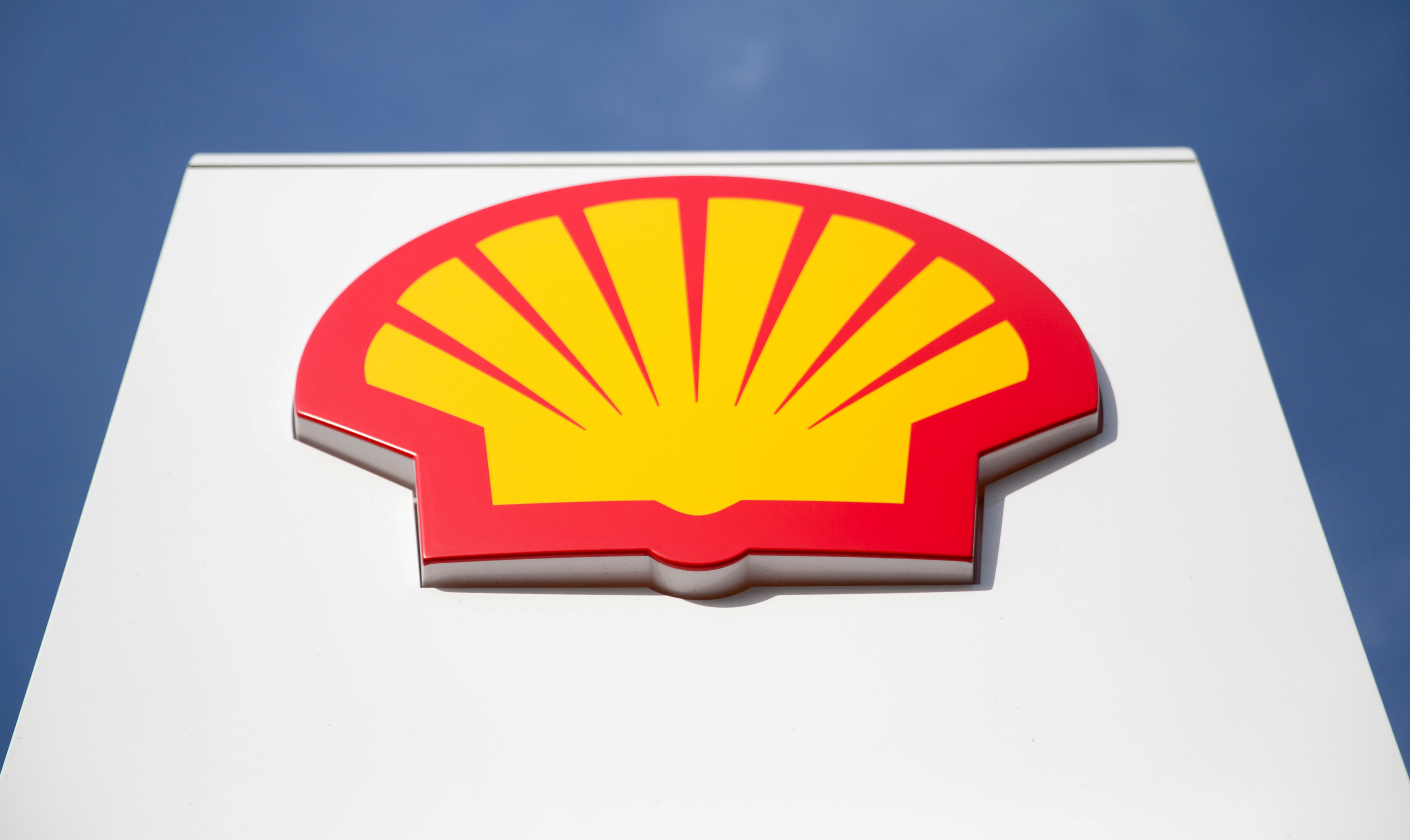 Shell cuts 2020 spending by US$5b, suspends share buyback
