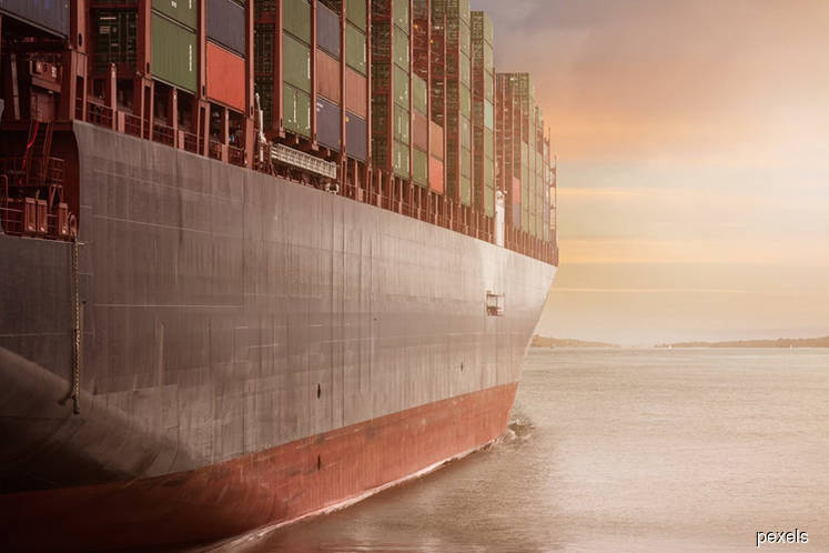 Global shipping outlook stable, says Moody's