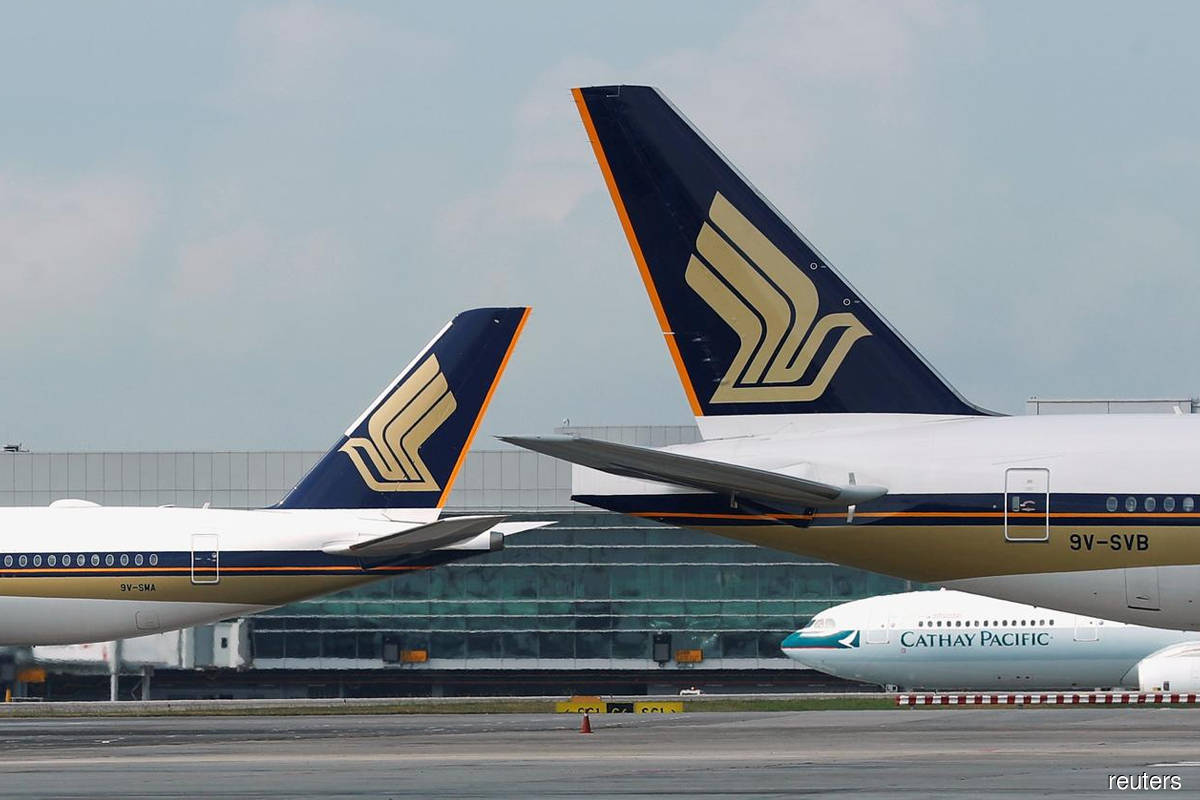 Singapore Airlines flags slow recovery in 2021, sees operating 1Q loss