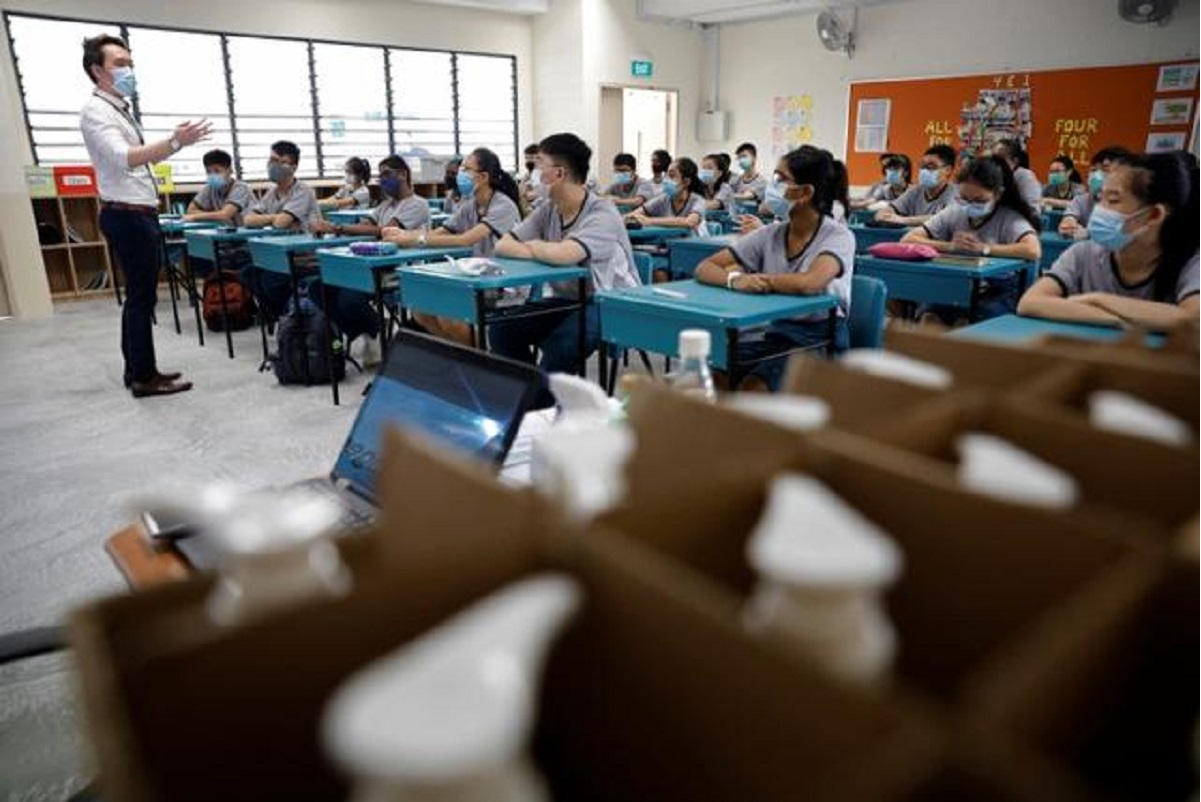 Singapore minister resists calls to move schools online again